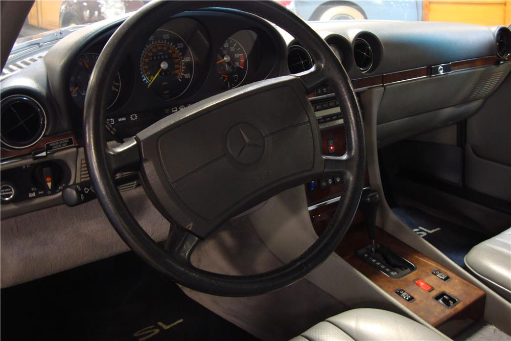 1988 MERCEDES-BENZ 560SL CONVERTIBLE - Interior - 161511