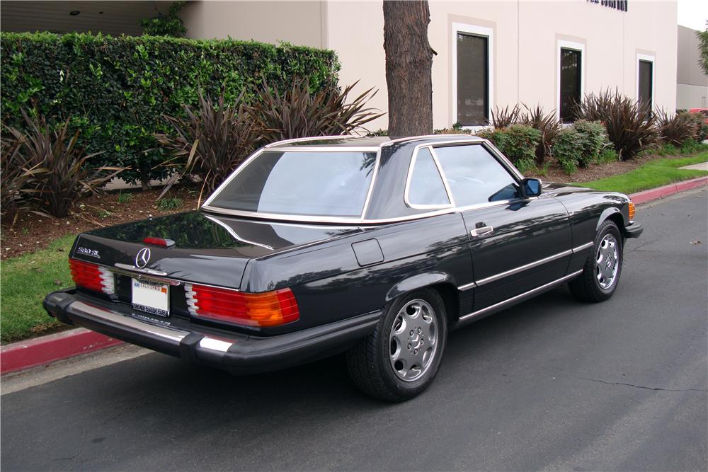 1988 MERCEDES-BENZ 560SL CONVERTIBLE - Rear 3/4 - 161511