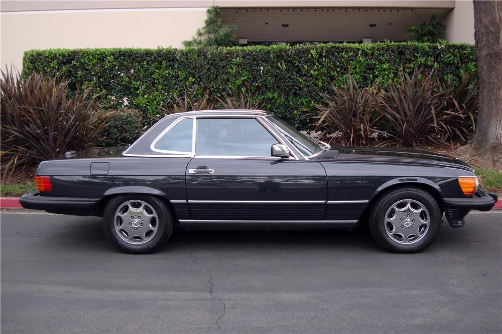 1988 MERCEDES-BENZ 560SL CONVERTIBLE - Side Profile - 161511
