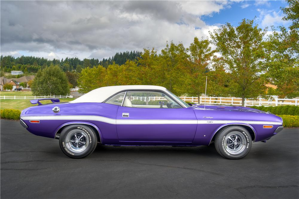 1970 DODGE CHALLENGER R/T 2 DOOR HARDTOP - Side Profile - 161526