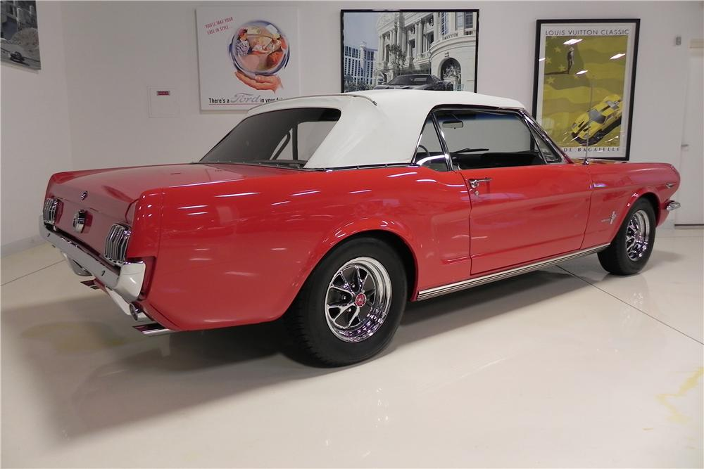 1965 FORD MUSTANG CONVERTIBLE - Rear 3/4 - 161548