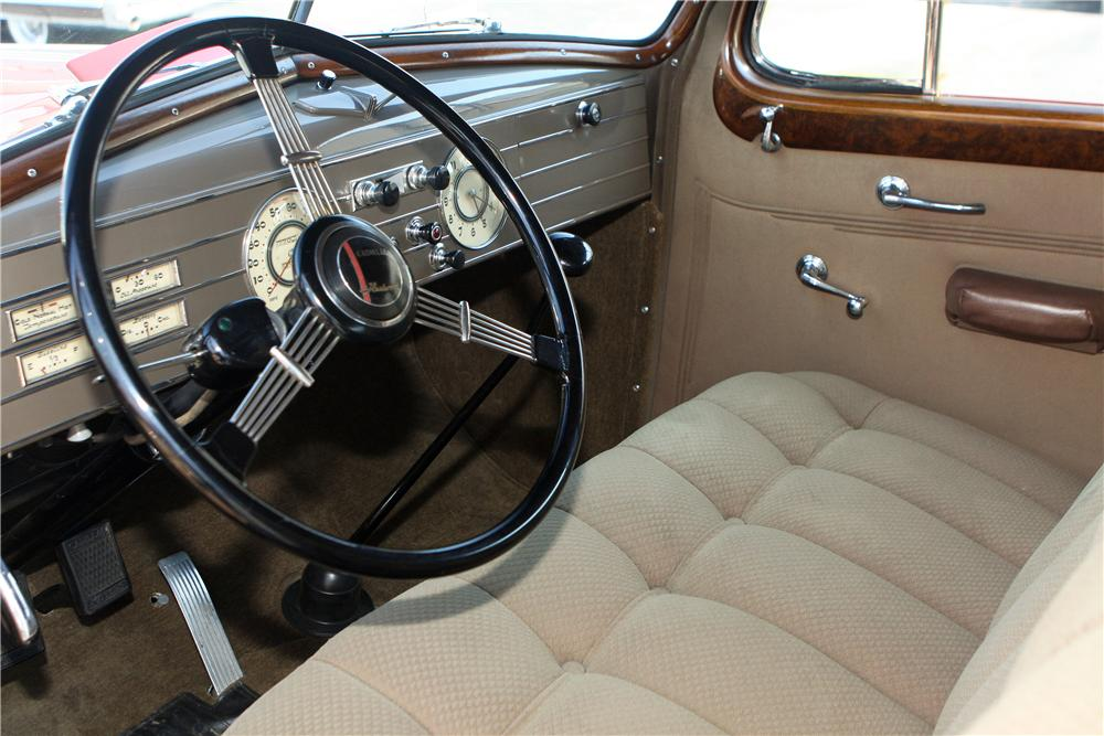 1937 CADILLAC V12 FORMAL SEDAN - Interior - 161557