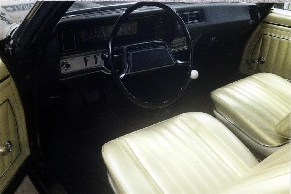 1969 BUICK GS400 CONVERTIBLE - Interior - 161576