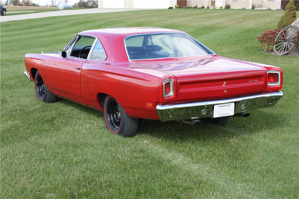 1969 PLYMOUTH ROAD RUNNER 2 DOOR HARDTOP - Rear 3/4 - 161578