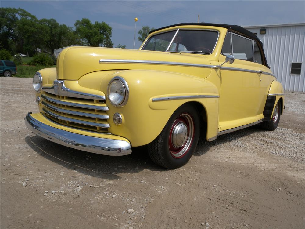 1947 FORD DELUXE CUSTOM CONVERTIBLE - Front 3/4 - 161585