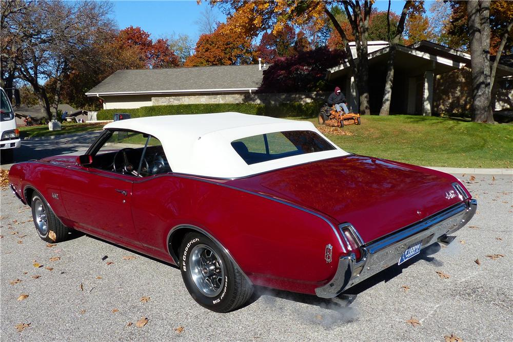 1969 OLDSMOBILE 442 CONVERTIBLE - Rear 3/4 - 161587