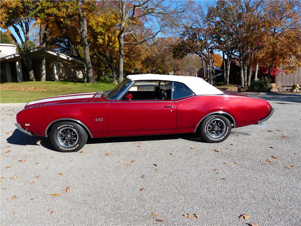 1969 OLDSMOBILE 442 CONVERTIBLE - Side Profile - 161587