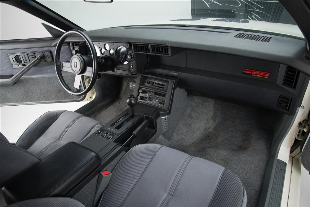 1985 CHEVROLET CAMARO IROC Z 2 DOOR COUPE - Interior - 161594