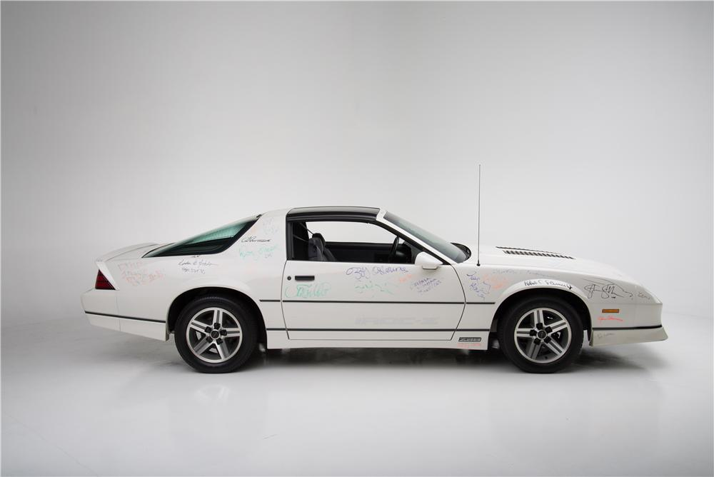 1985 CHEVROLET CAMARO IROC Z 2 DOOR COUPE - Side Profile - 161594