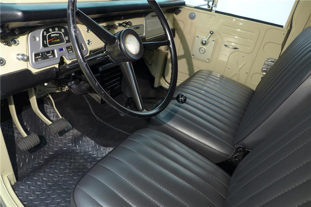 1971 TOYOTA LAND CRUISER FJ-40 SUV - Interior - 161595