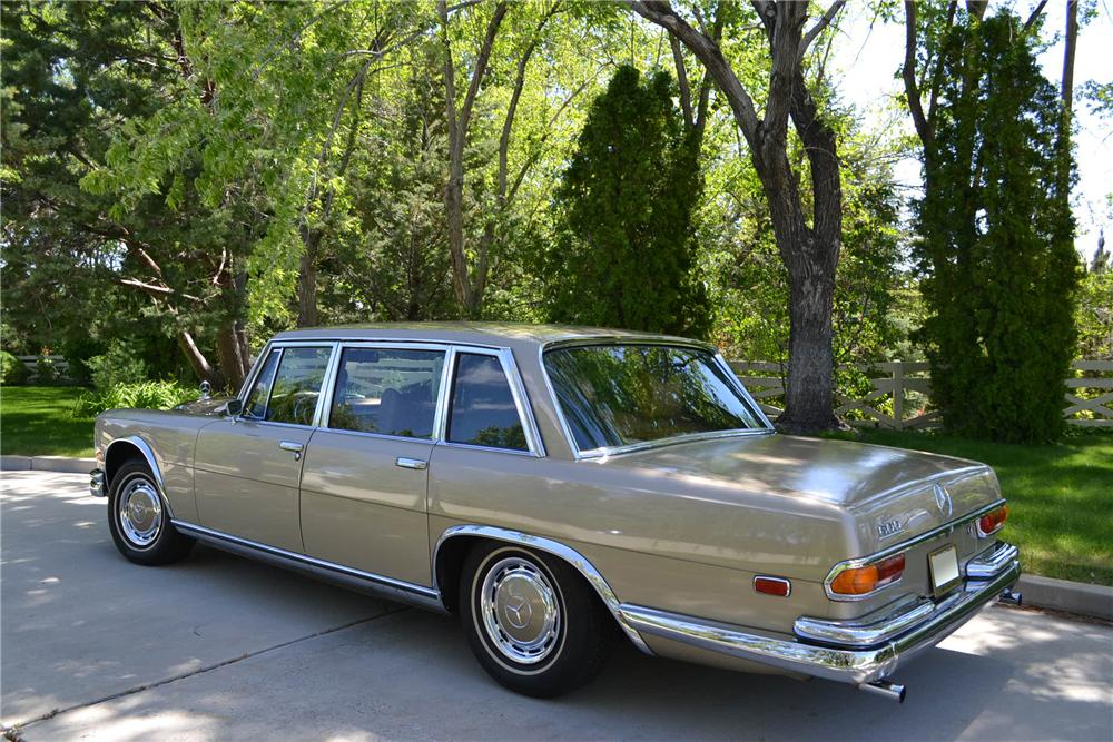 1972 MERCEDES-BENZ 600 4 DOOR SEDAN - Rear 3/4 - 161609