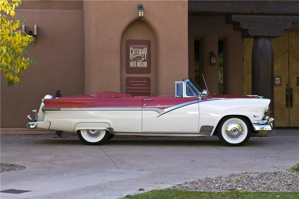 1956 FORD FAIRLANE SUNLINER CONVERTIBLE - Side Profile - 161625