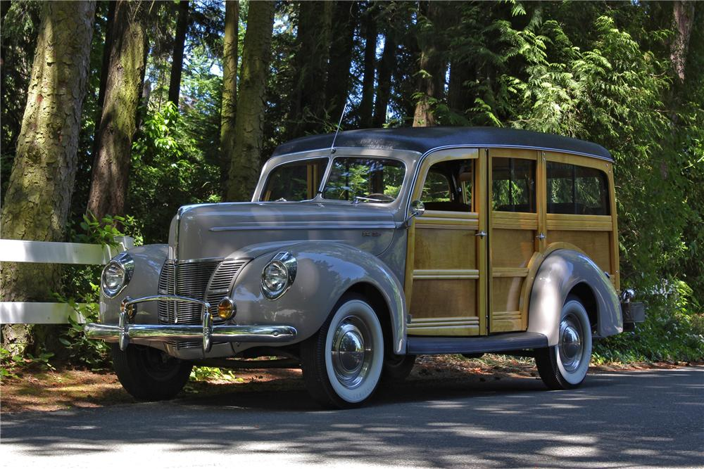 1940 FORD SUPER DELUXE WOODY WAGON - Front 3/4 - 161650