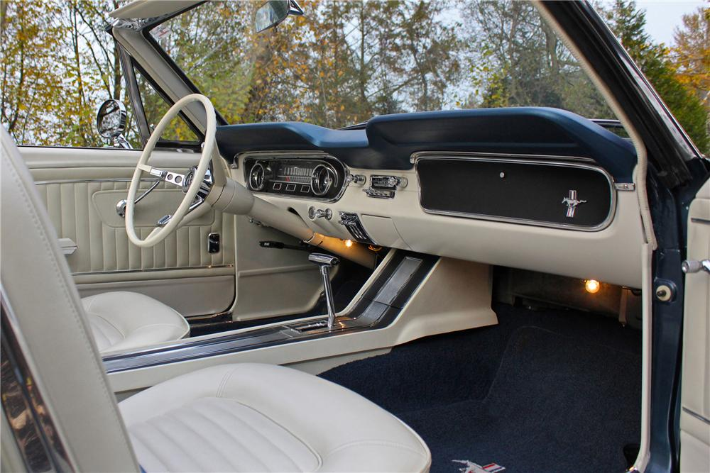 1965 FORD MUSTANG CONVERTIBLE - Interior - 161653