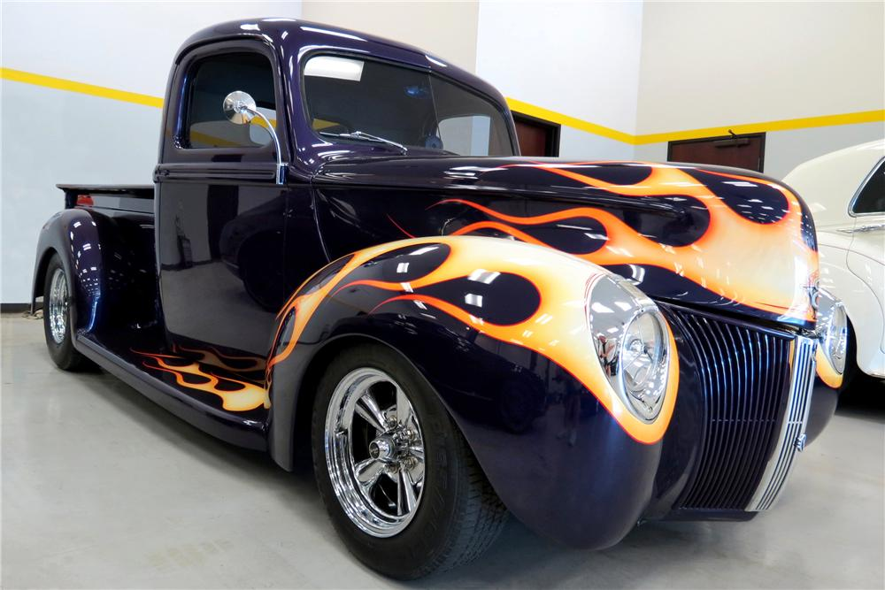 1941 FORD CUSTOM PICKUP - Front 3/4 - 161658