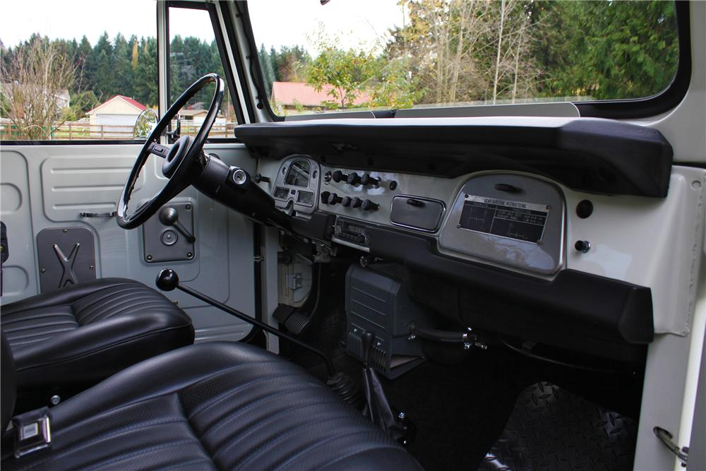 1973 TOYOTA LAND CRUISER FJ-40 2 DOOR SUV - Interior - 161659