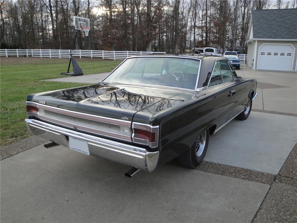 1967 PLYMOUTH HEMI GTX 2 DOOR HARDTOP - Rear 3/4 - 161669