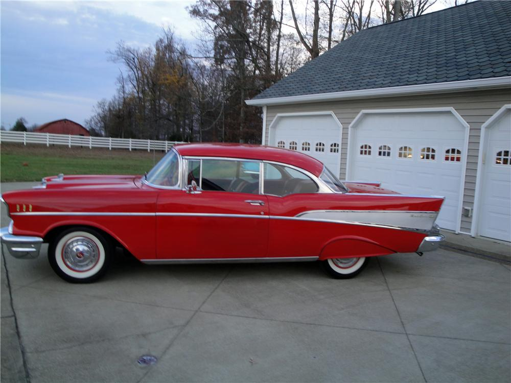 1957 CHEVROLET BEL AIR 2 DOOR HARDTOP - Side Profile - 161671