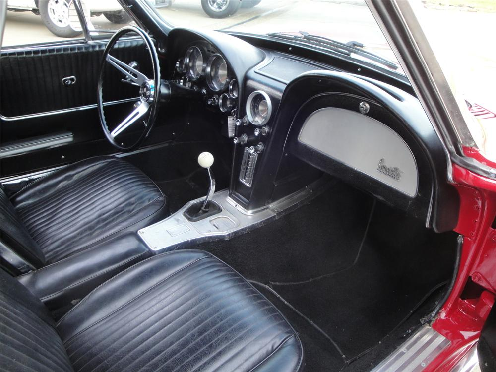 1963 CHEVROLET CORVETTE CONVERTIBLE - Interior - 161676