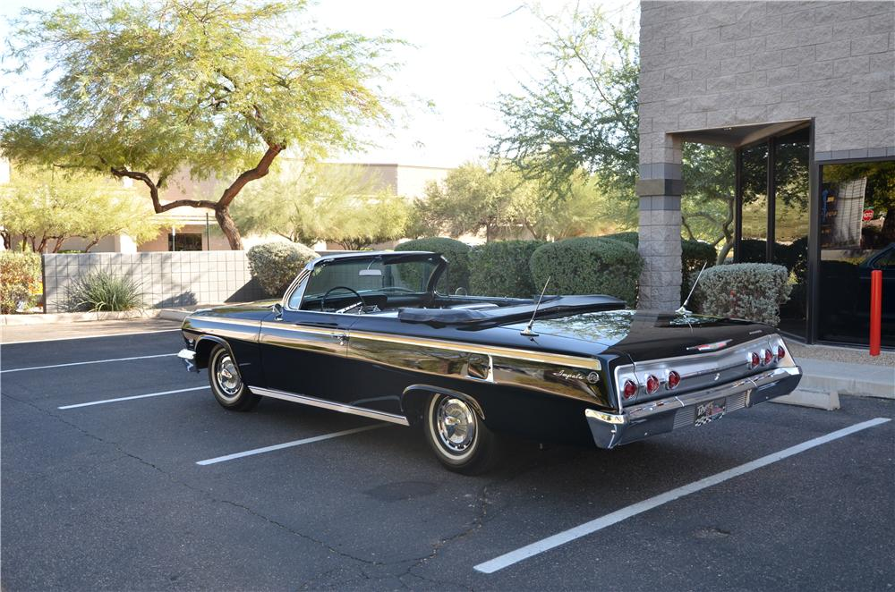 1962 CHEVROLET IMPALA CONVERTIBLE - Rear 3/4 - 161697