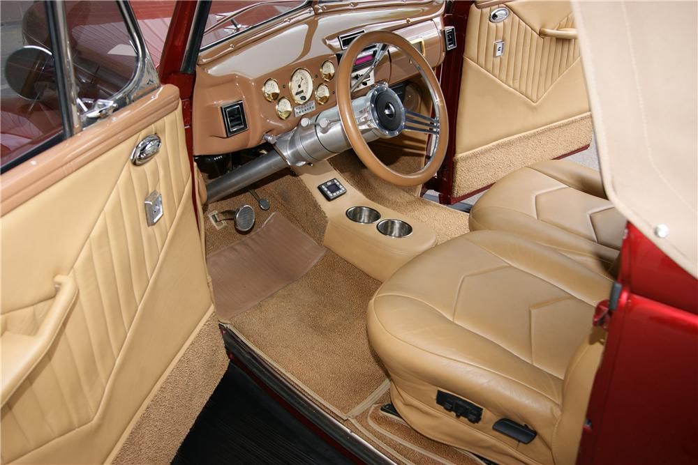 1940 FORD SPORTSMAN CUSTOM CONVERTIBLE - Interior - 161717