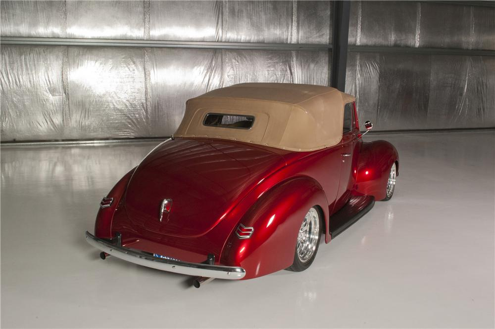1940 FORD SPORTSMAN CUSTOM CONVERTIBLE - Rear 3/4 - 161717