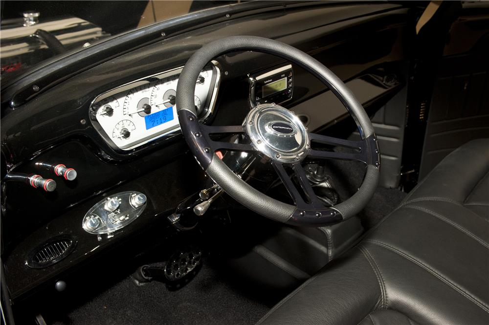 1955 FORD F-100 PICKUP - Interior - 161723