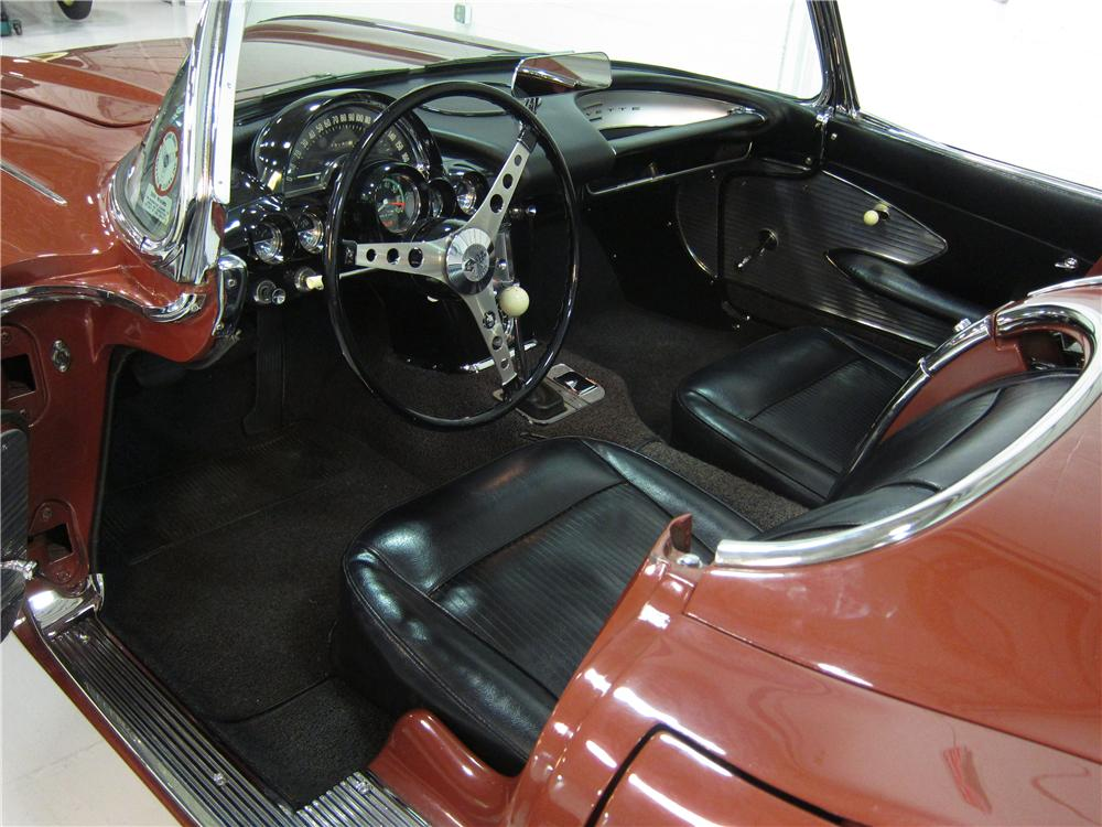 1961 CHEVROLET CORVETTE CONVERTIBLE - Interior - 161726