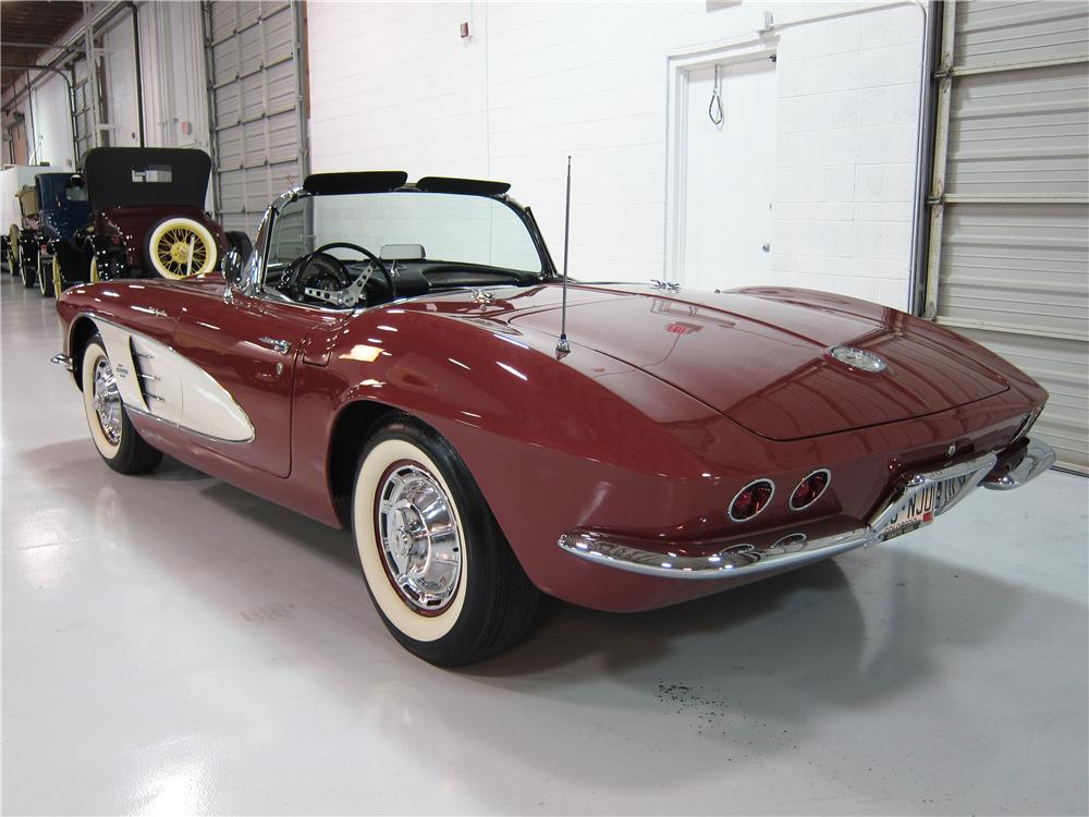 1961 CHEVROLET CORVETTE CONVERTIBLE - Rear 3/4 - 161726