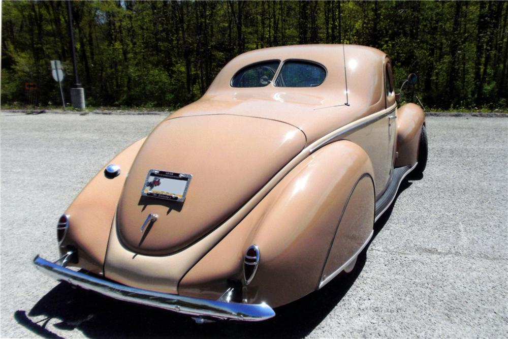 1938 LINCOLN ZEPHYR CUSTOM 2 DOOR COUPE - Rear 3/4 - 161752