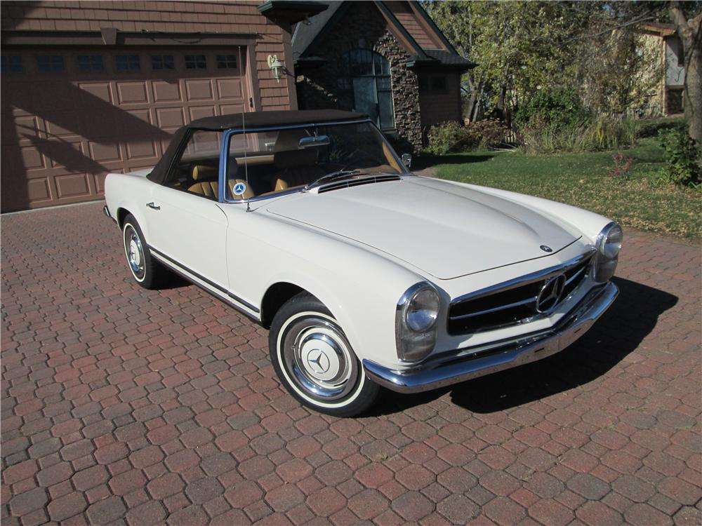 1967 MERCEDES-BENZ 230SL CONVERTIBLE - Front 3/4 - 161836