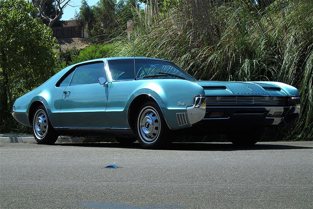 1966 OLDSMOBILE TORONADO 2 DOOR COUPE - Front 3/4 - 161879