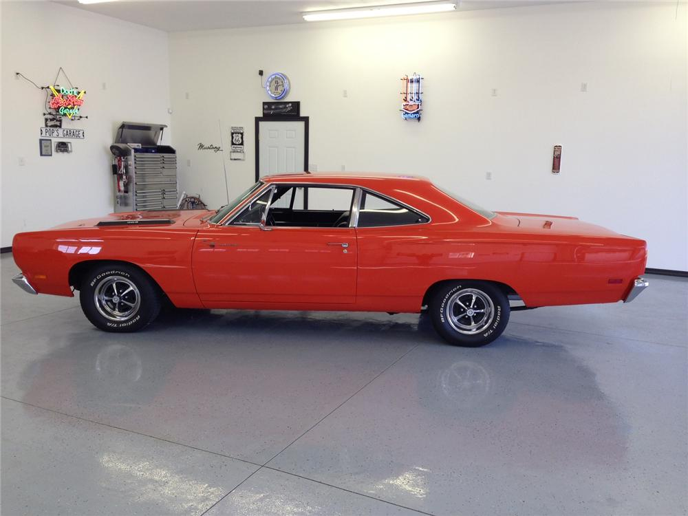 1969 PLYMOUTH ROAD RUNNER 2 DOOR SEDAN - Front 3/4 - 161942