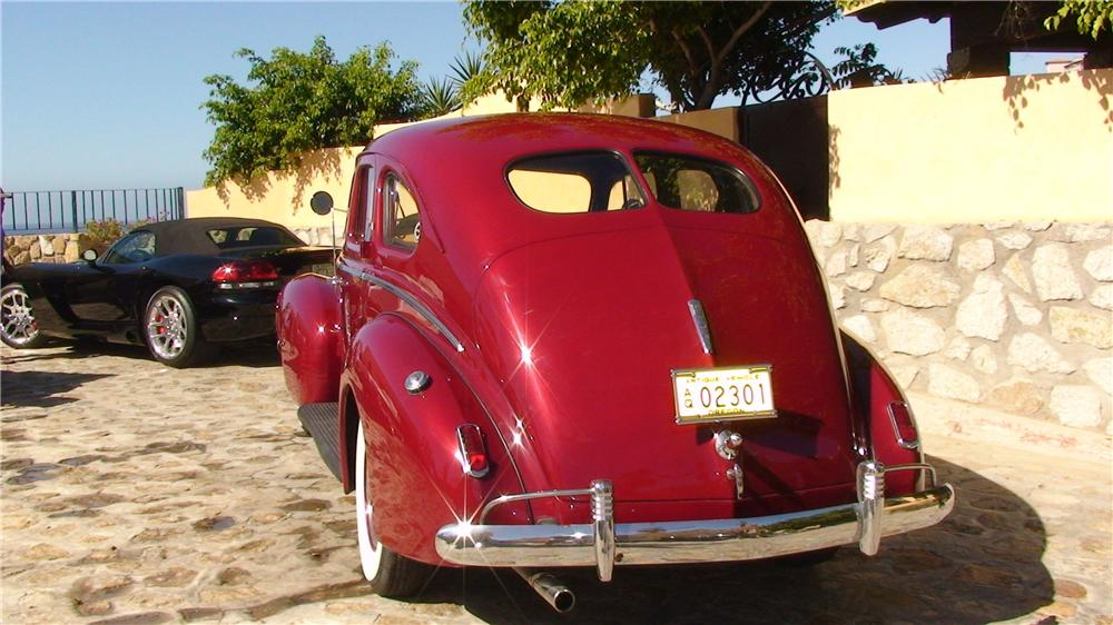 1939 NASH AMBASSADOR 8 4 DOOR SEDAN - Rear 3/4 - 161953