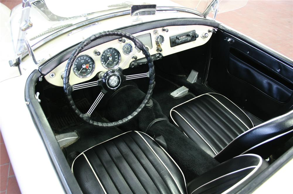 1957 MG A CONVERTIBLE - Interior - 162015