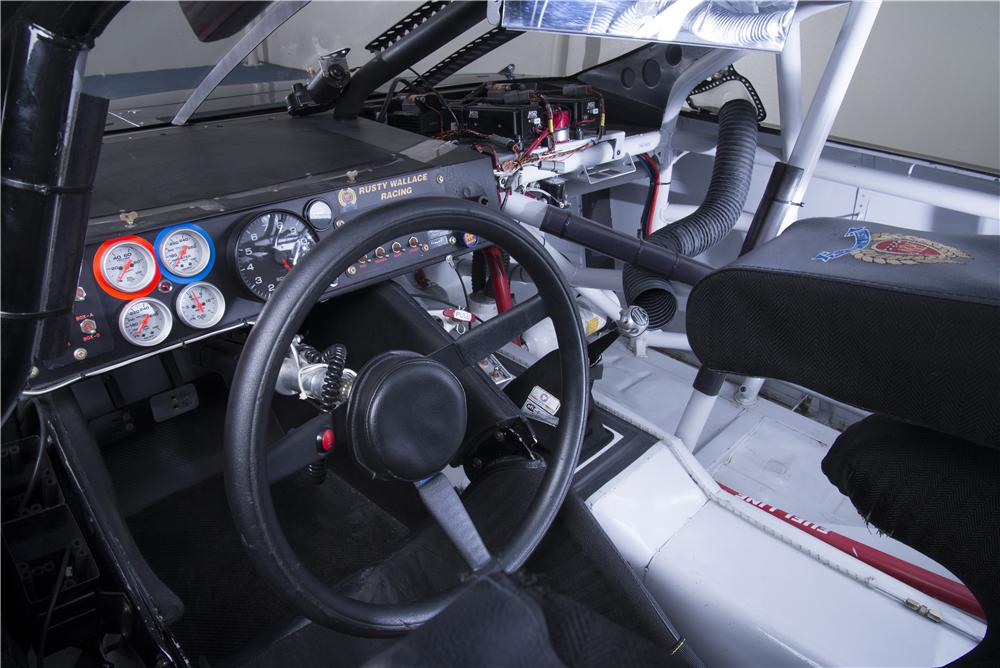 2010 TOYOTA CAMRY NASCAR NATIONWIDE SERIES CAR - Interior - 162022