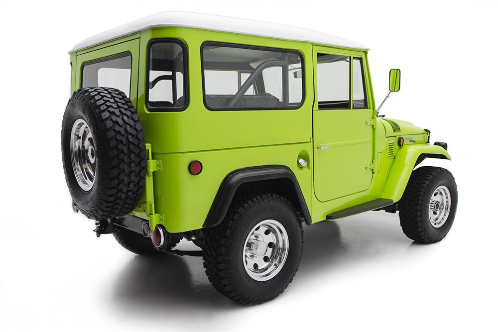 1969 TOYOTA LAND CRUISER FJ-40 CUSTOM SUV - Rear 3/4 - 162030