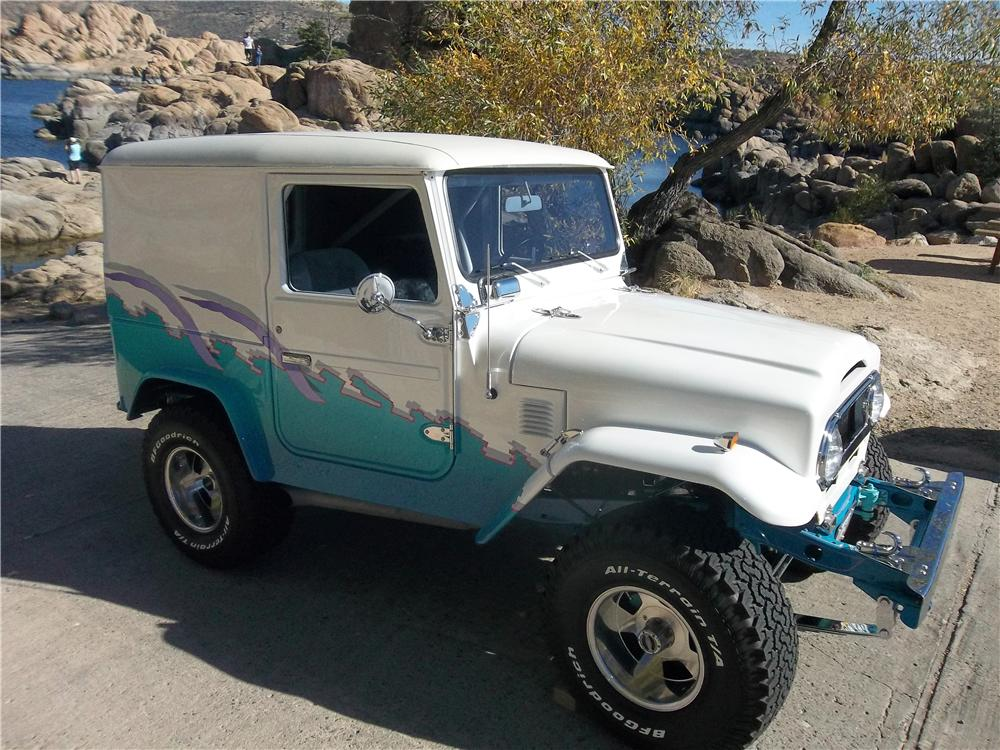 1976 TOYOTA LAND CRUISER FJ-40 CUSTOM 2 DOOR HARDTOP - Front 3/4 - 162044
