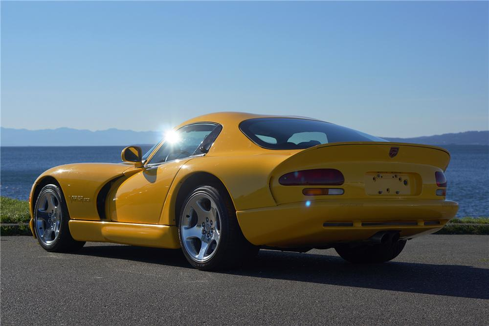 2002 DODGE VIPER GTS 2 DOOR COUPE - Rear 3/4 - 162079