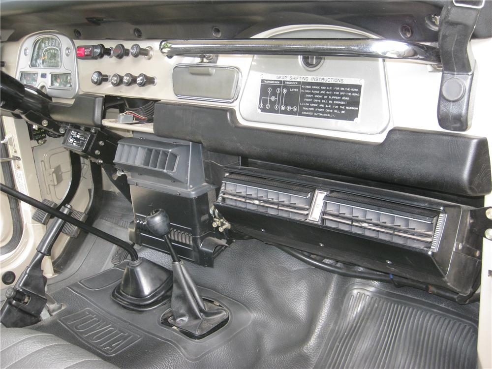 1982 TOYOTA LAND CRUISER FJ-40 SUV - Interior - 162136