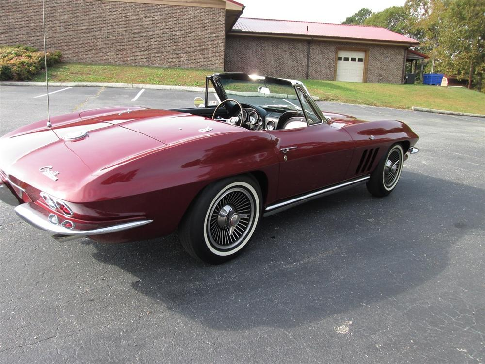 1965 CHEVROLET CORVETTE CONVERTIBLE - Rear 3/4 - 162141
