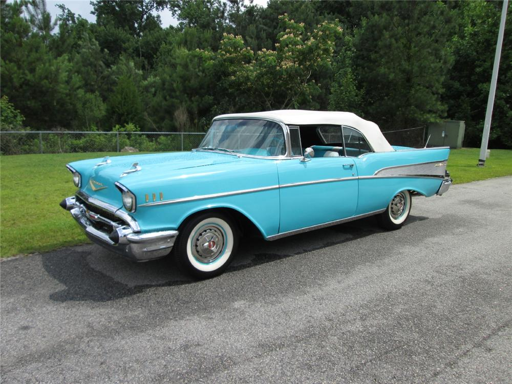1957 CHEVROLET BEL AIR CONVERTIBLE - Front 3/4 - 162142