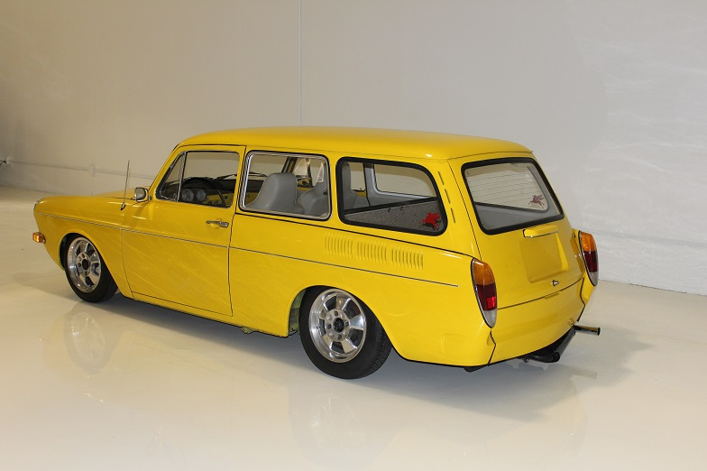 1971 VOLKSWAGEN SQUAREBACK CUSTOM STATION WAGON - Rear 3/4 - 162169