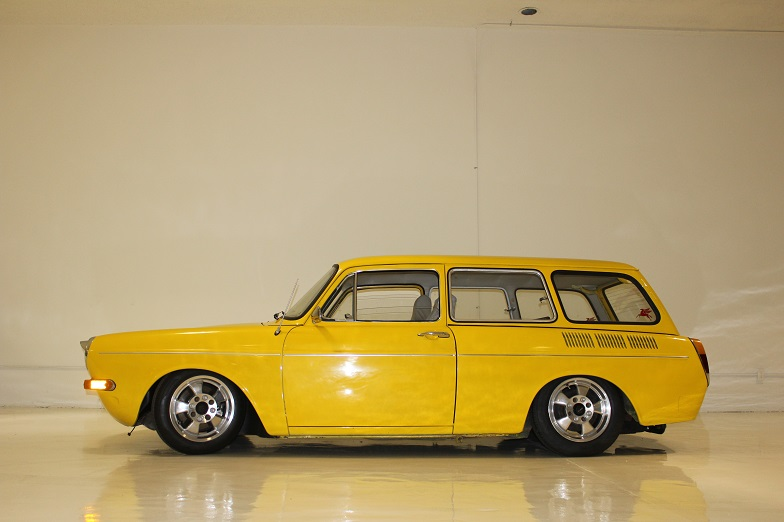 1971 VOLKSWAGEN SQUAREBACK CUSTOM STATION WAGON - Side Profile - 162169