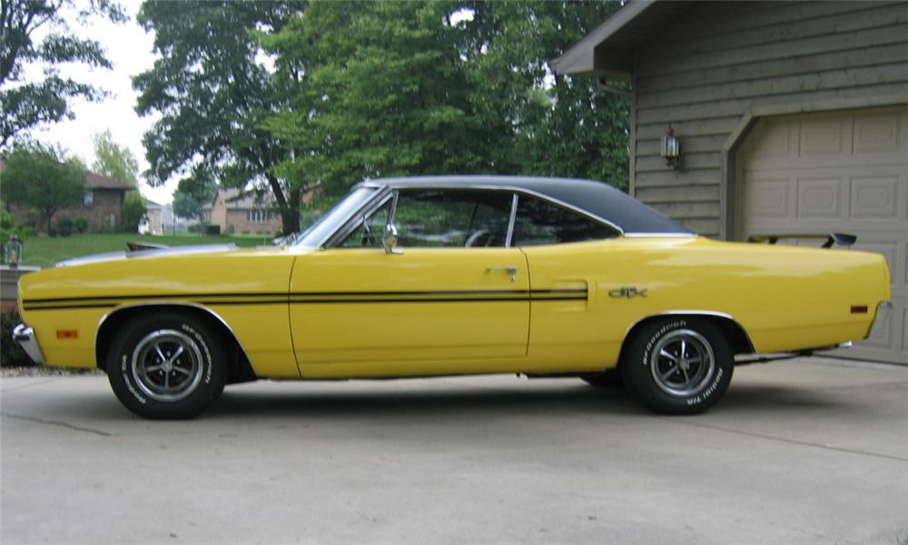 1970 PLYMOUTH GTX COUPE - Side Profile - 16217