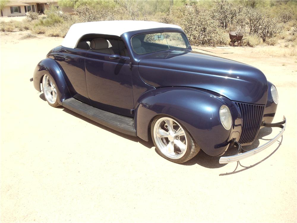 1939 FORD CUSTOM CONVERTIBLE - Front 3/4 - 162187