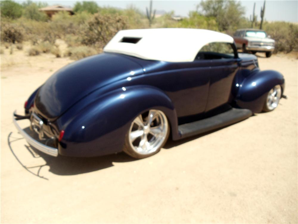 1939 FORD CUSTOM CONVERTIBLE - Rear 3/4 - 162187