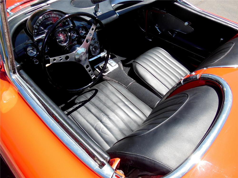 1958 CHEVROLET CORVETTE CONVERTIBLE - Interior - 162196