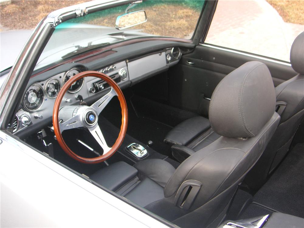 1966 MERCEDES-BENZ 230SL CUSTOM ROADSTER - Interior - 162243