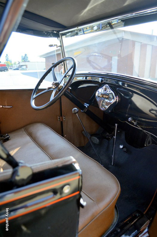 1929 FORD 2 DOOR ROADSTER - Interior - 162287